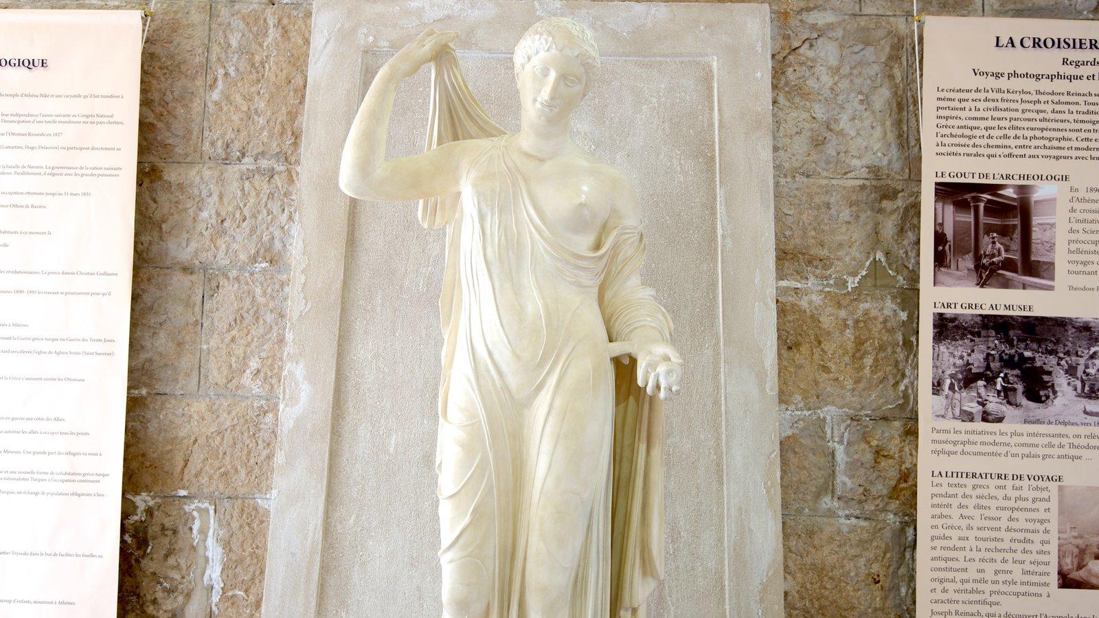 Villa Kerylos caracterizando uma estátua ou escultura