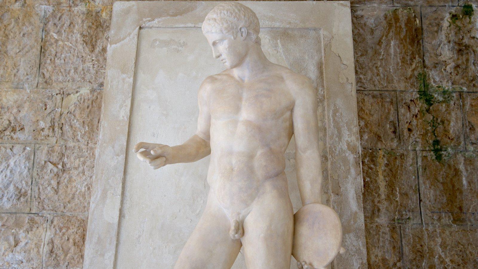 Villa Kerylos mostrando uma estátua ou escultura