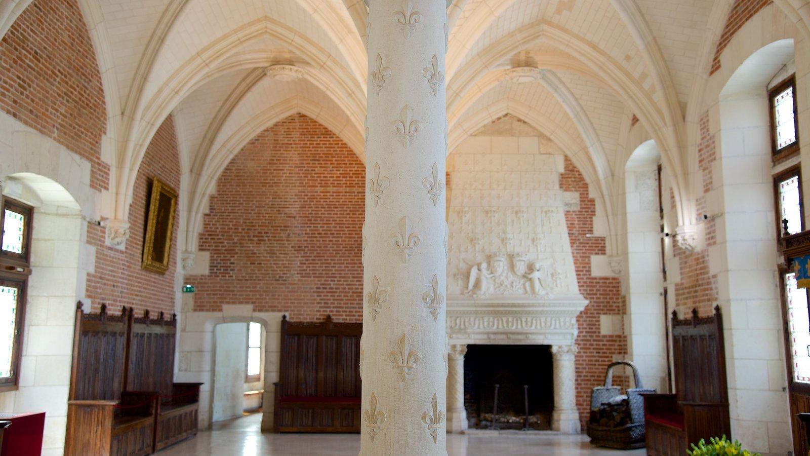Chateau d\'Amboise caracterizando um castelo e vistas internas