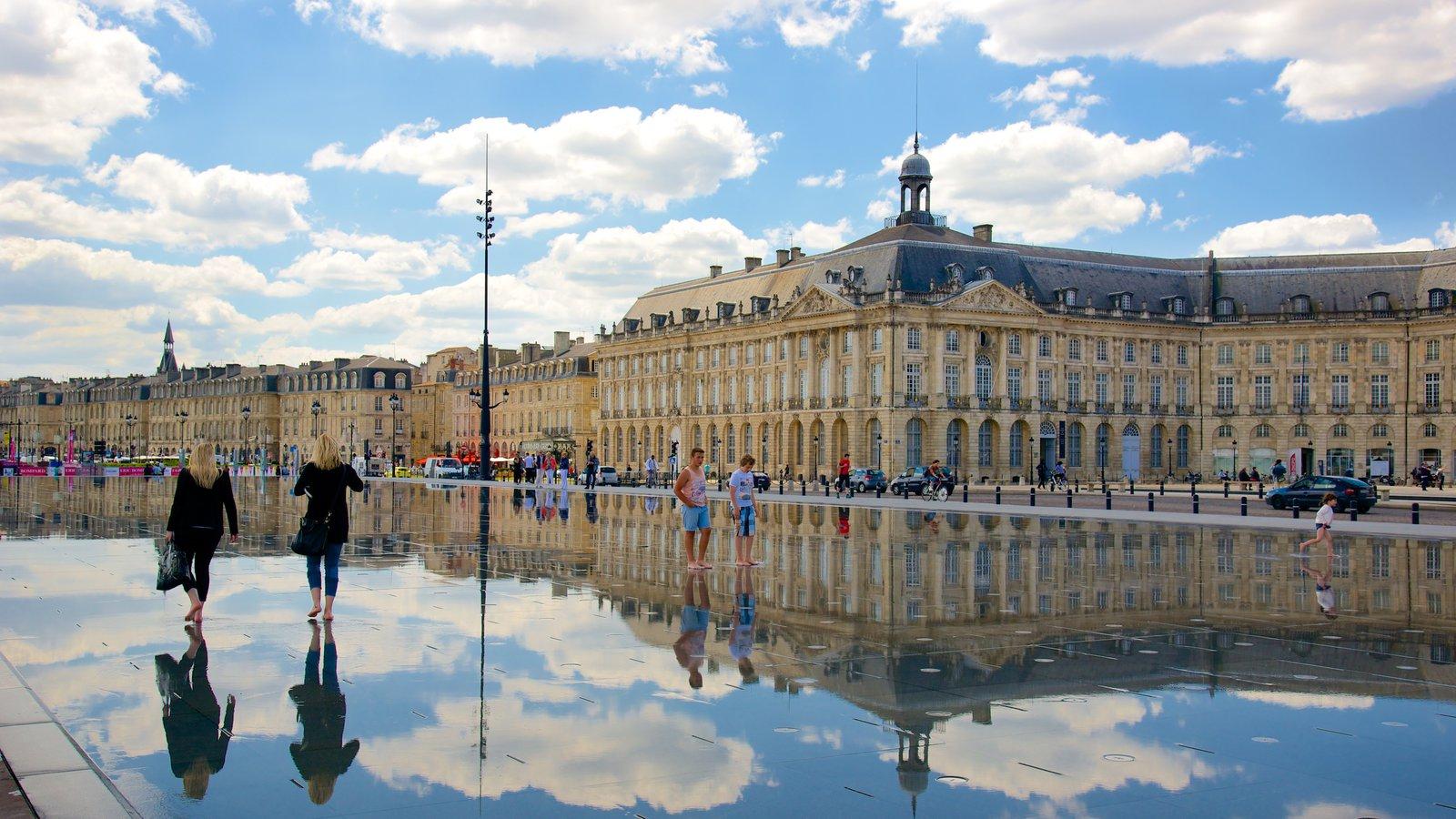 Historic buildings pictures view images of bordeaux for Miroir d eau bordeaux