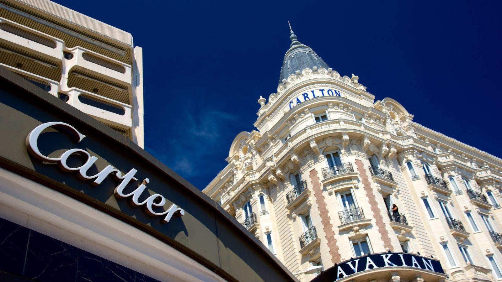 La Croisette que inclui compras e um hotel