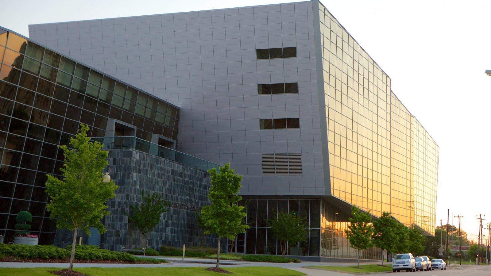 Jackson Convention Complex mostrando arquitetura moderna e um edifício administrativo