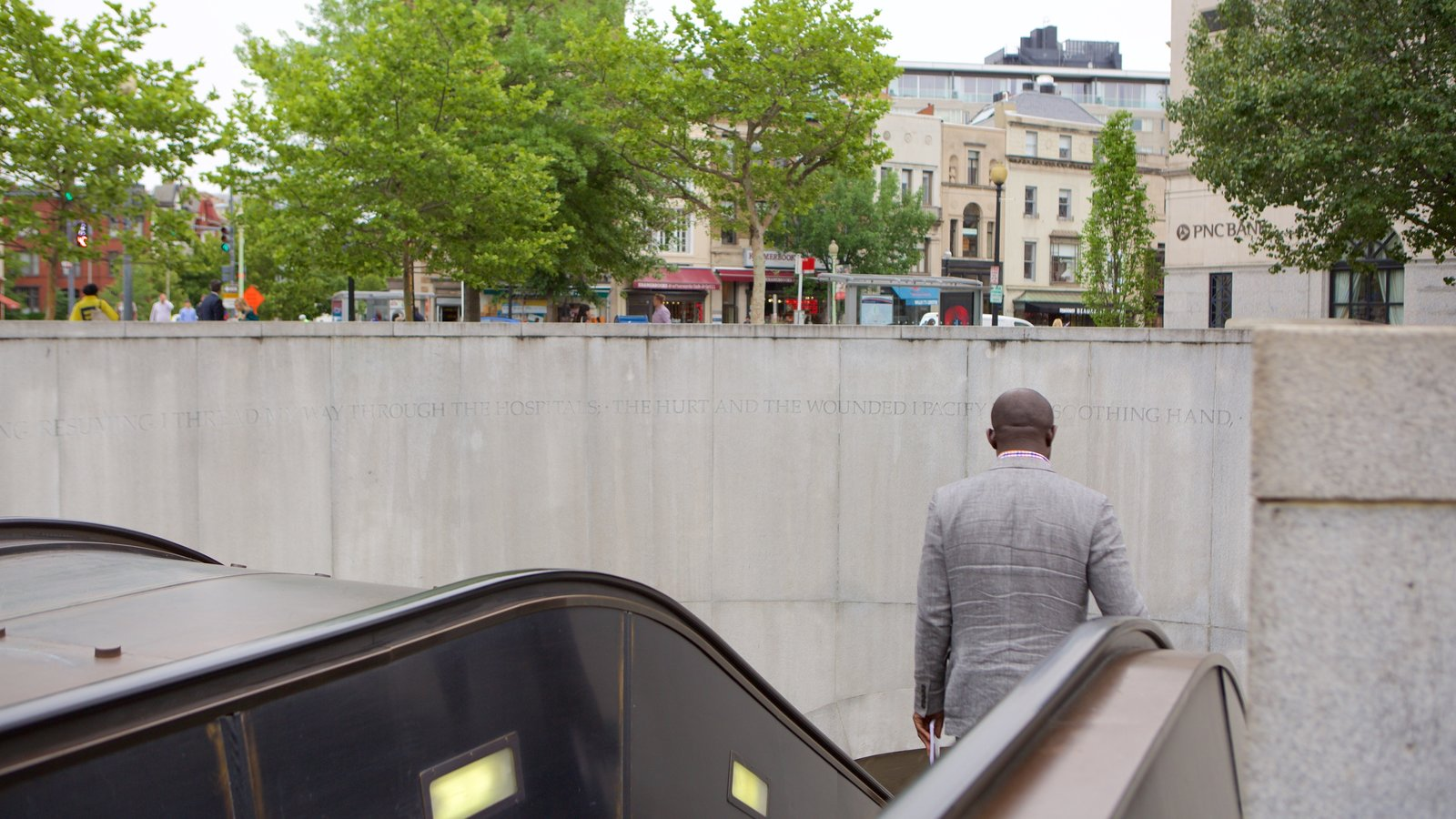 Washington D.C. caracterizando uma cidade assim como um homem sozinho