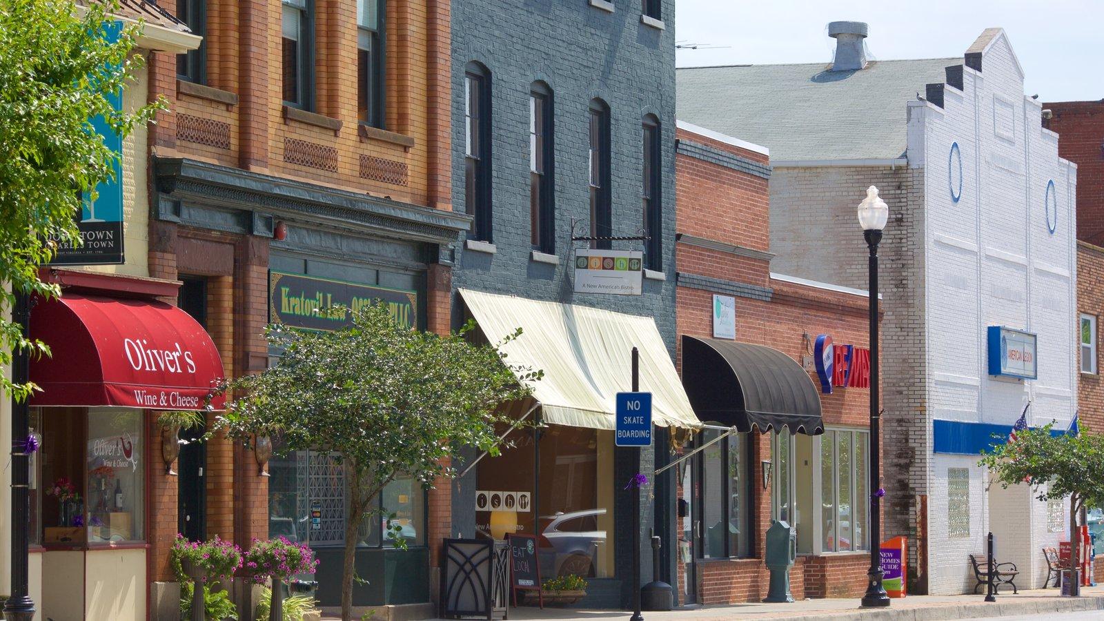 Charles Town ofreciendo una pequeña ciudad o pueblo