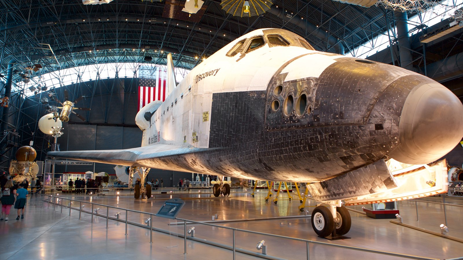 National Air and Space Museum Steven F. Udvar-Hazy Center mostrando aeronave e vistas internas