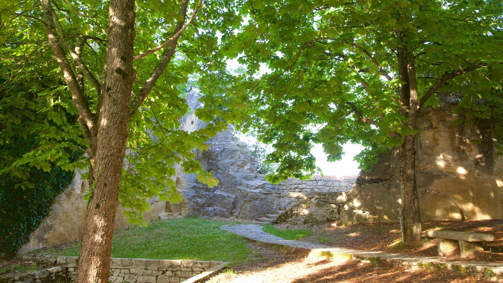 Torre Cesta que inclui elementos de patrimônio e um parque
