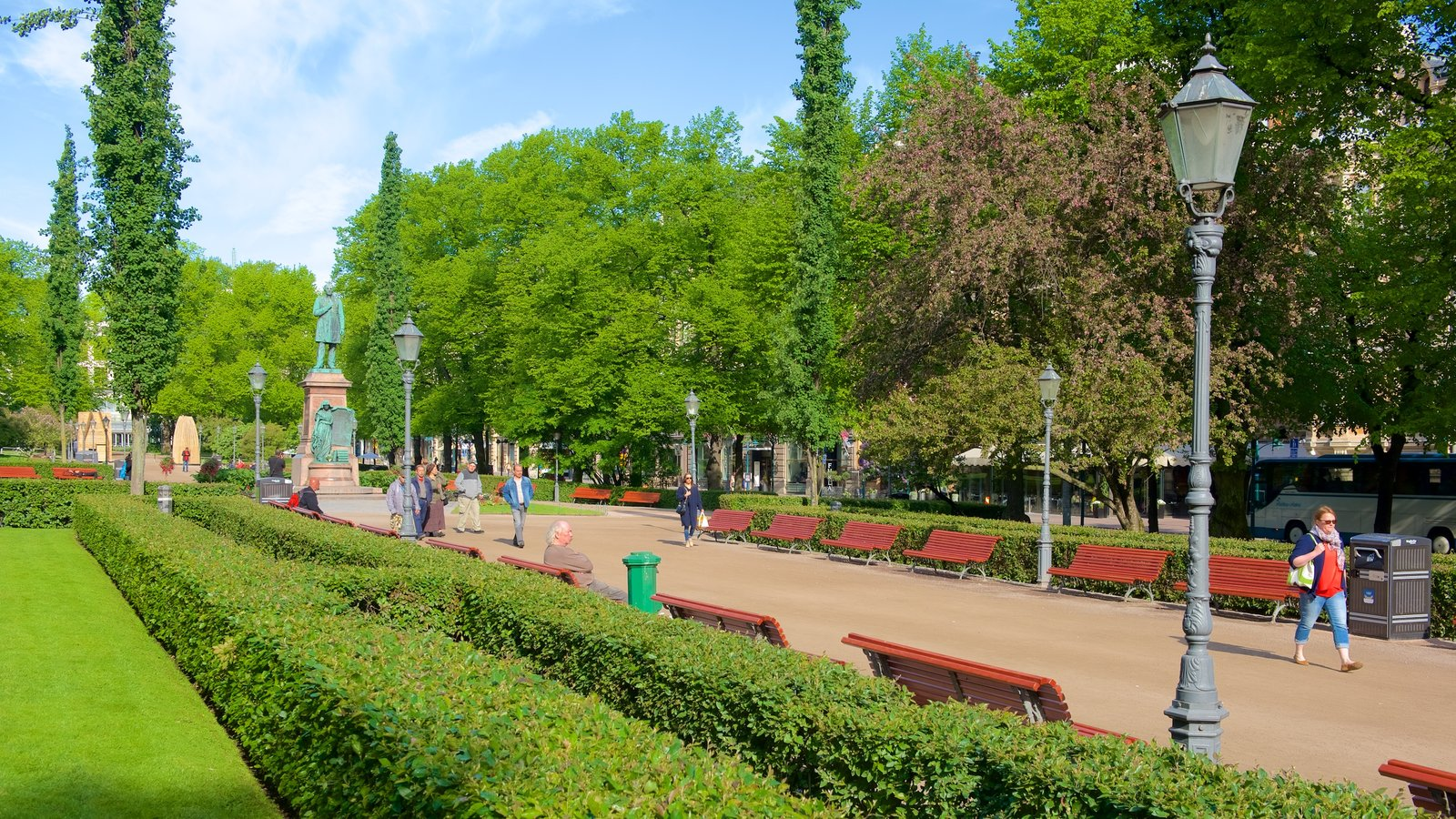 Esplanadi showing a garden