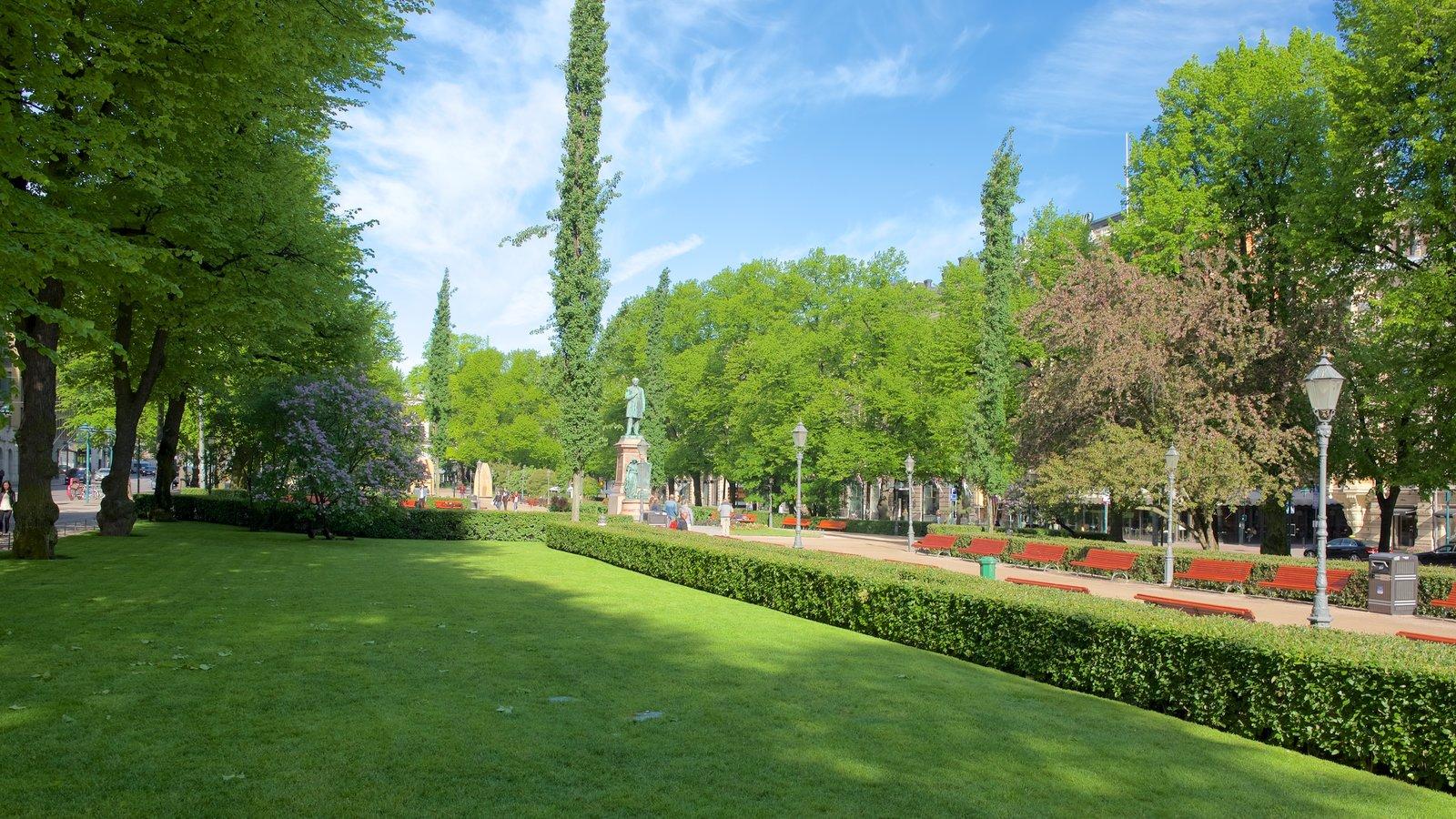 Esplanadi featuring a park