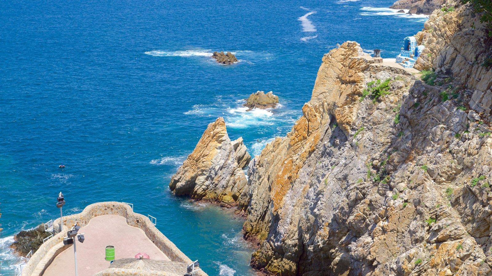 Acapulco mostrando vistas y costa escarpada