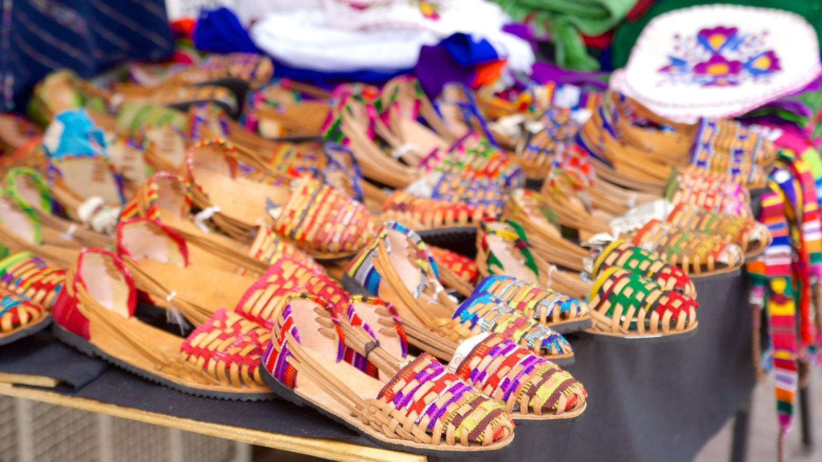 Puerto Escondido mostrando mercados y moda
