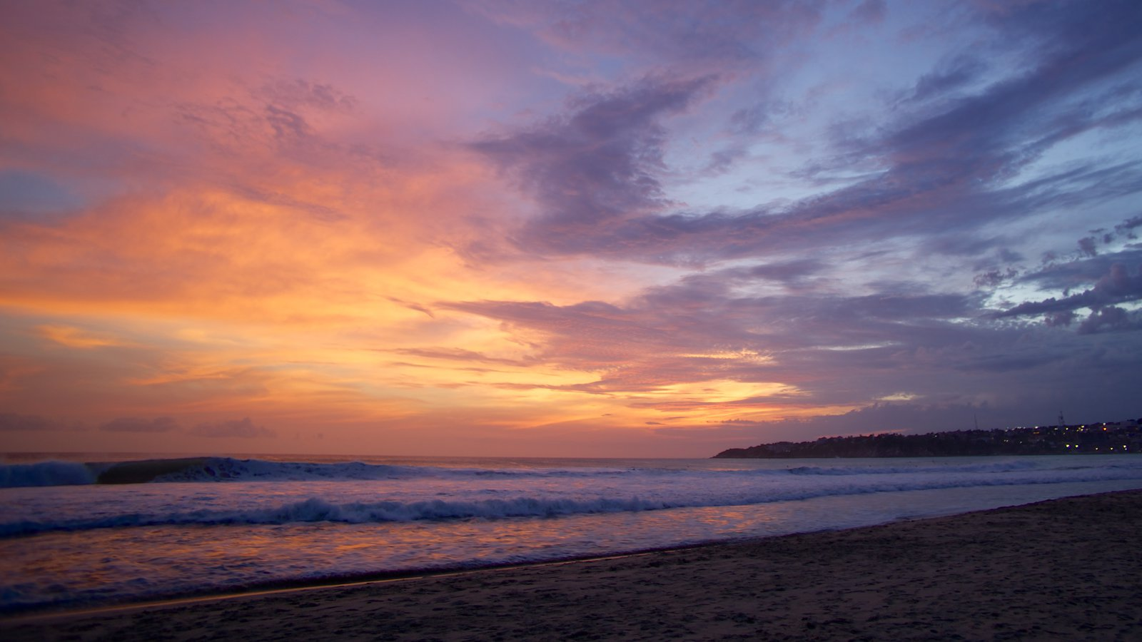 Puerto Escondido showing a sunset and a beach