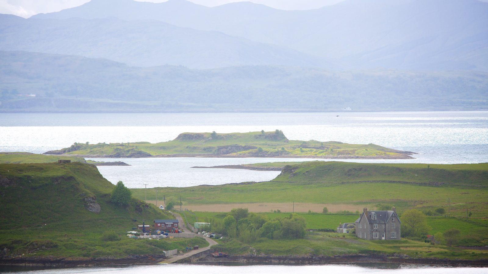 Oban which includes a lake or waterhole and mountains