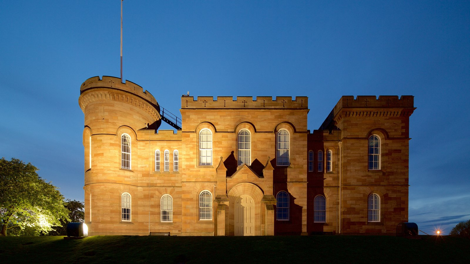 Inverness Castle showing heritage elements, night scenes and chateau or palace