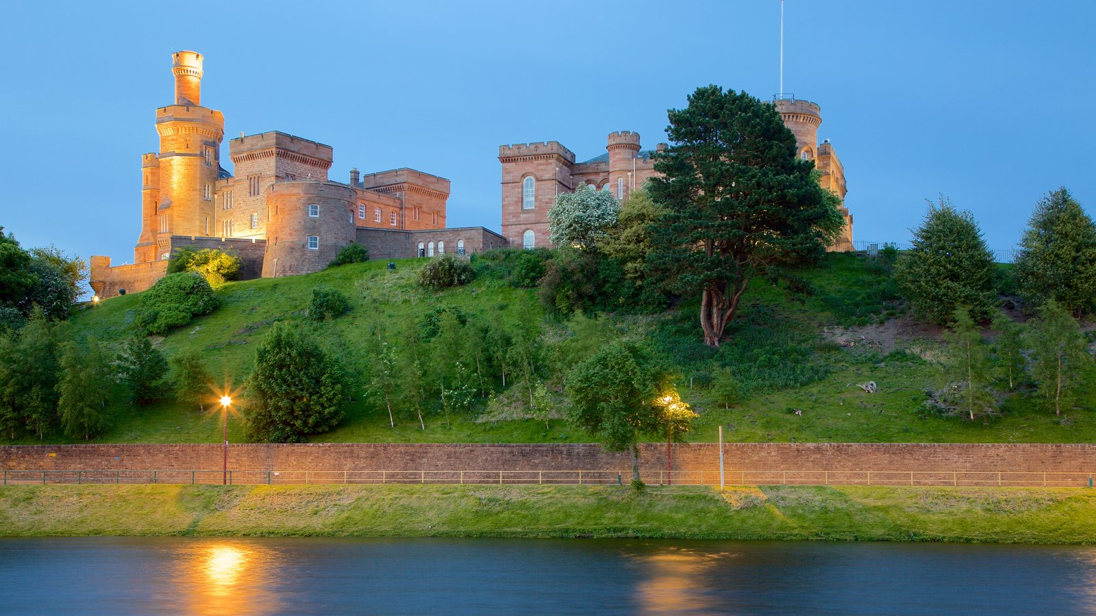 Inverness Castle showing a river or creek, heritage elements and chateau or palace
