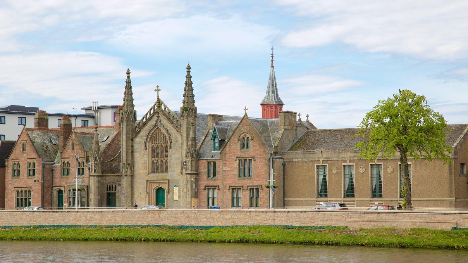 Inverness caracterizando arquitetura de patrimônio, elementos de patrimônio e um rio ou córrego