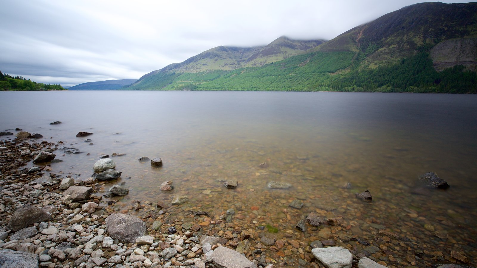 Fort William featuring a lake or waterhole and mountains