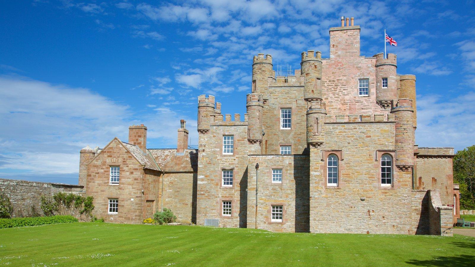Castelo de Mey que inclui elementos de patrimônio, arquitetura de patrimônio e um pequeno castelo ou palácio