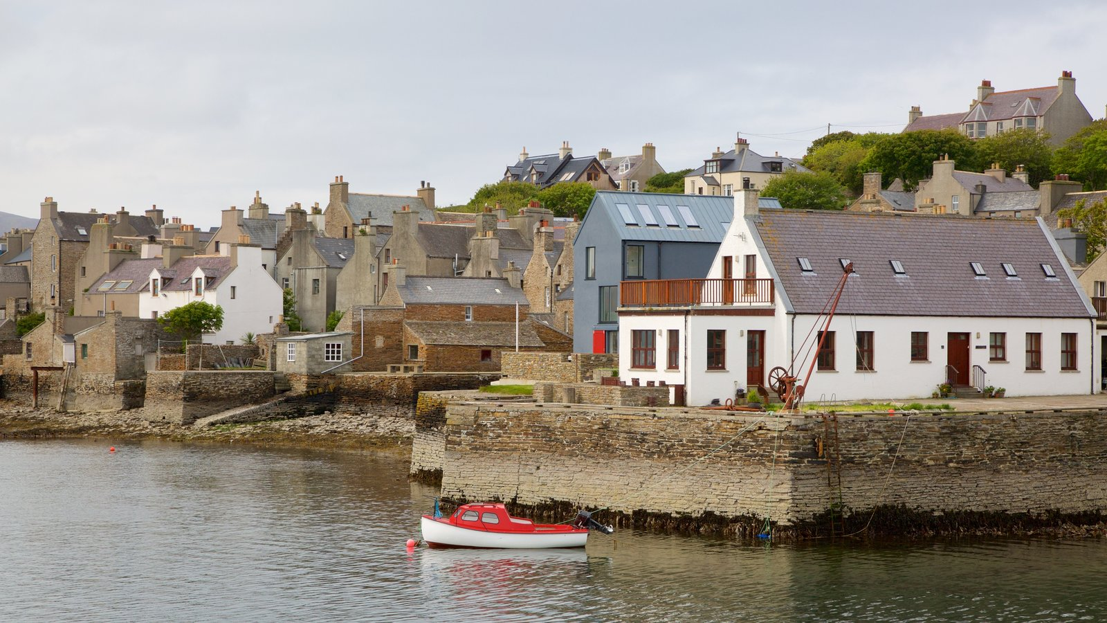 Stromness featuring a coastal town