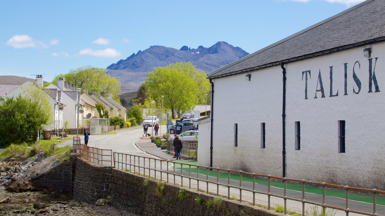 Talisker Distillery which includes street scenes, heritage elements and mountains