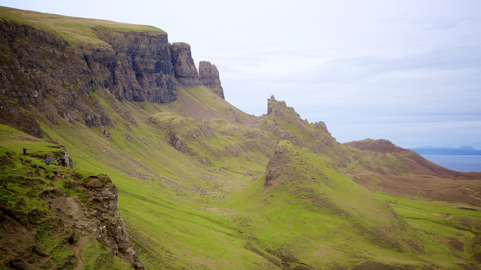 Quiraing featuring mountains and tranquil scenes