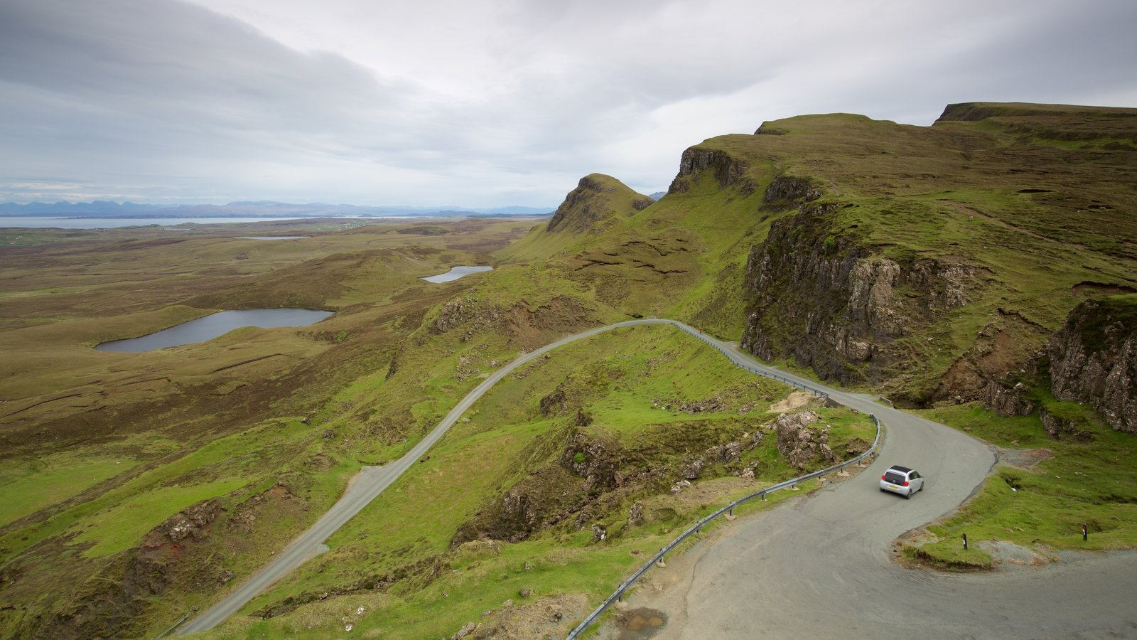 Quiraing featuring mountains, tranquil scenes and a pond