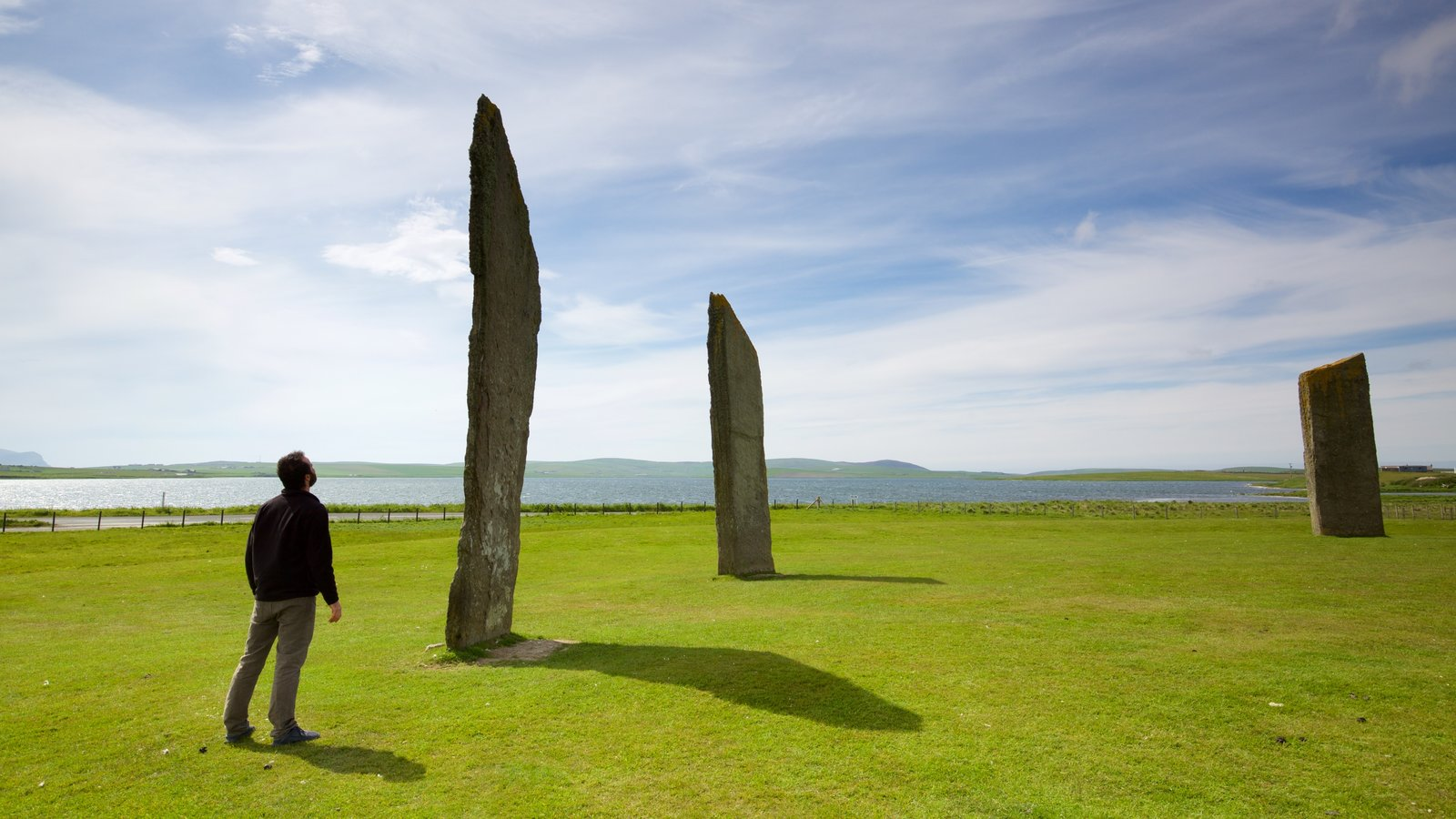Standing Stones of Stenness showing tranquil scenes, a monument and general coastal views