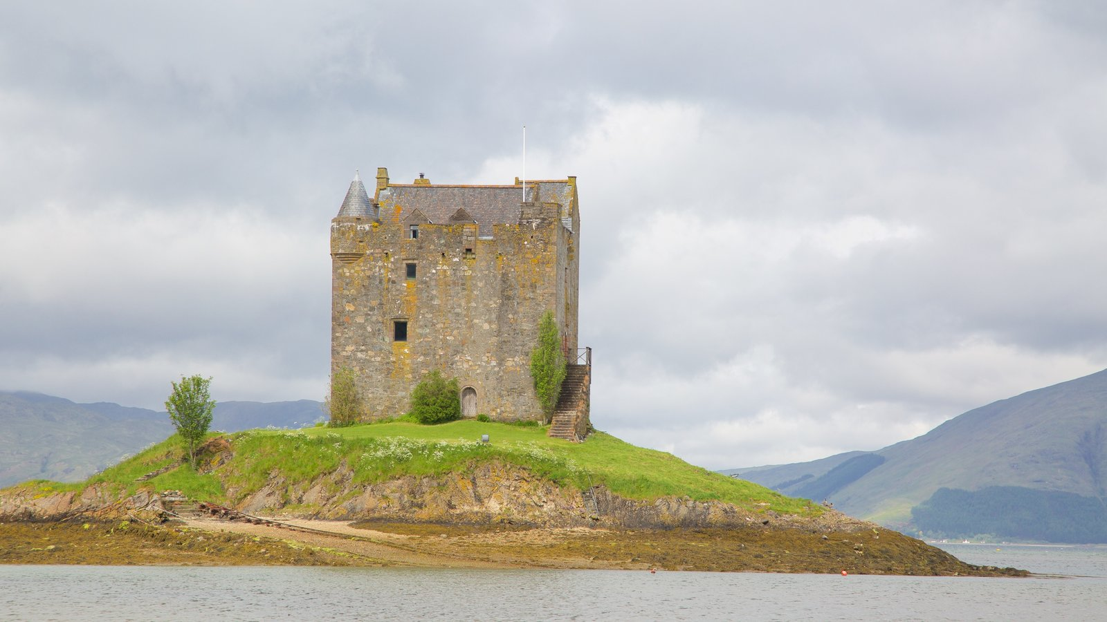 Castle Stalker which includes chateau or palace, a lake or waterhole and heritage elements