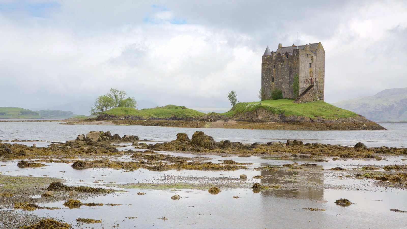 Castle Stalker which includes heritage architecture, a castle and heritage elements