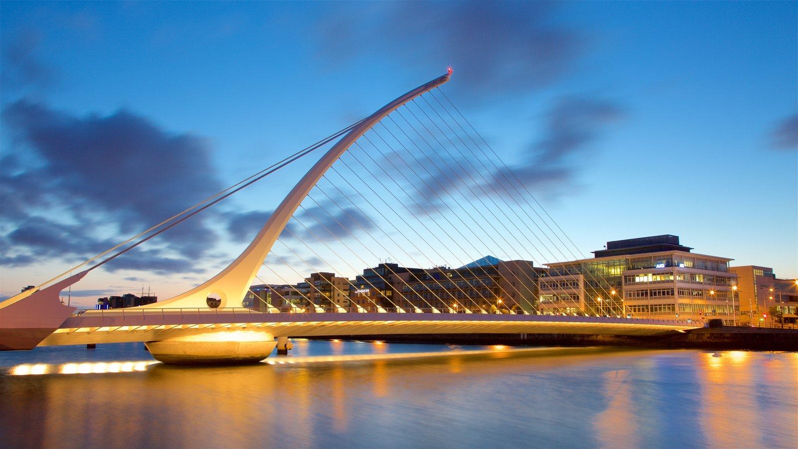 Dublín ofreciendo una ciudad, una puesta de sol y un río o arroyo