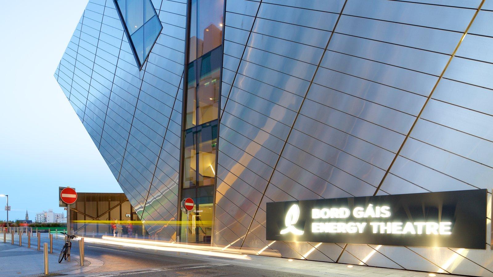 Bord Gais Energy Theatre mostrando señalización, escenas de teatro y escenas urbanas