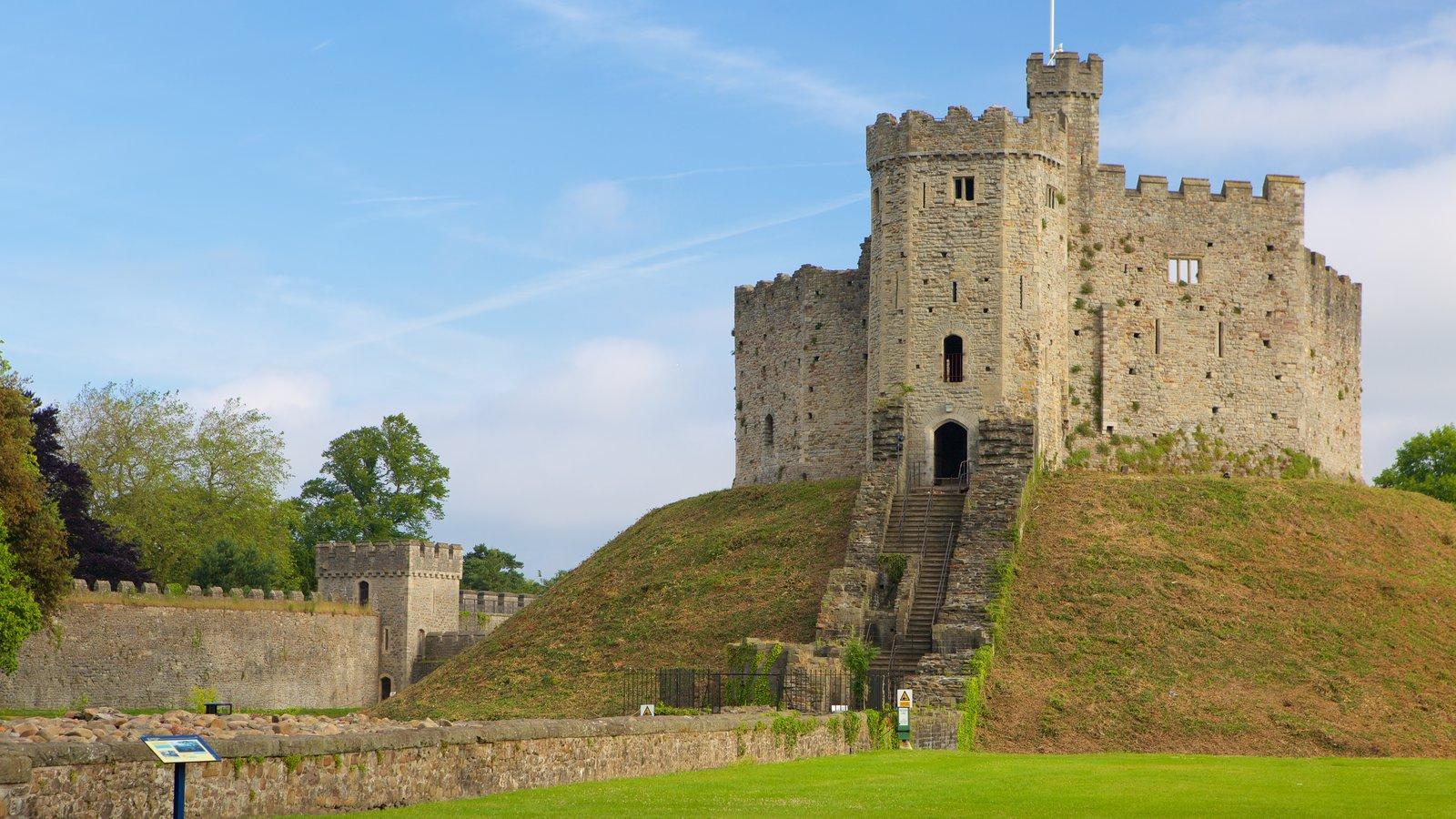 Castelo de Cardiff mostrando elementos de patrimônio, arquitetura de patrimônio e um pequeno castelo ou palácio