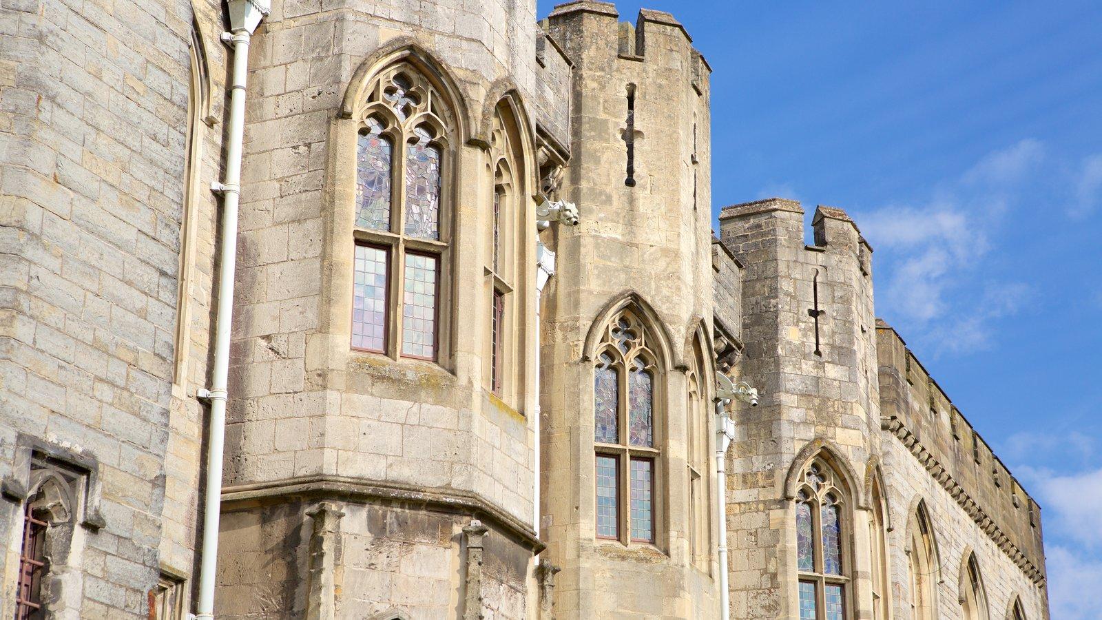 Castelo de Cardiff mostrando elementos de patrimônio, arquitetura de patrimônio e um castelo