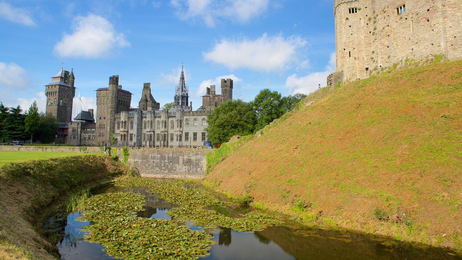 Castelo de Cardiff caracterizando um rio ou córrego, arquitetura de patrimônio e elementos de patrimônio