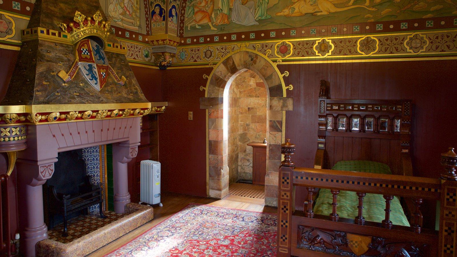 Castelo de Cardiff caracterizando um pequeno castelo ou palácio, vistas internas e elementos de patrimônio