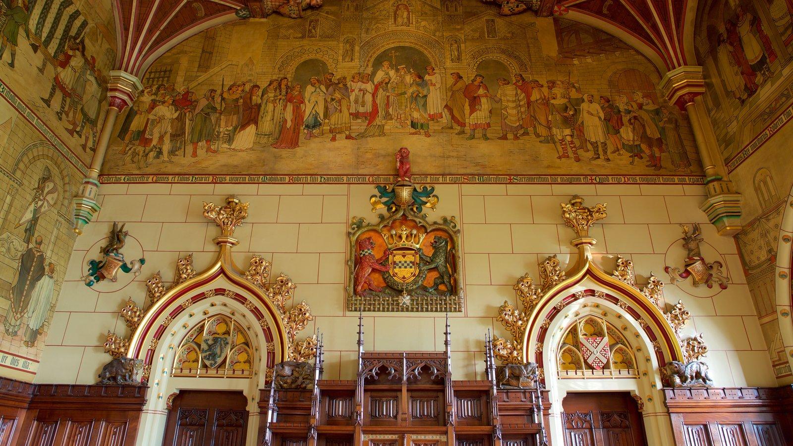 Castelo de Cardiff que inclui elementos de patrimônio, vistas internas e arquitetura de patrimônio