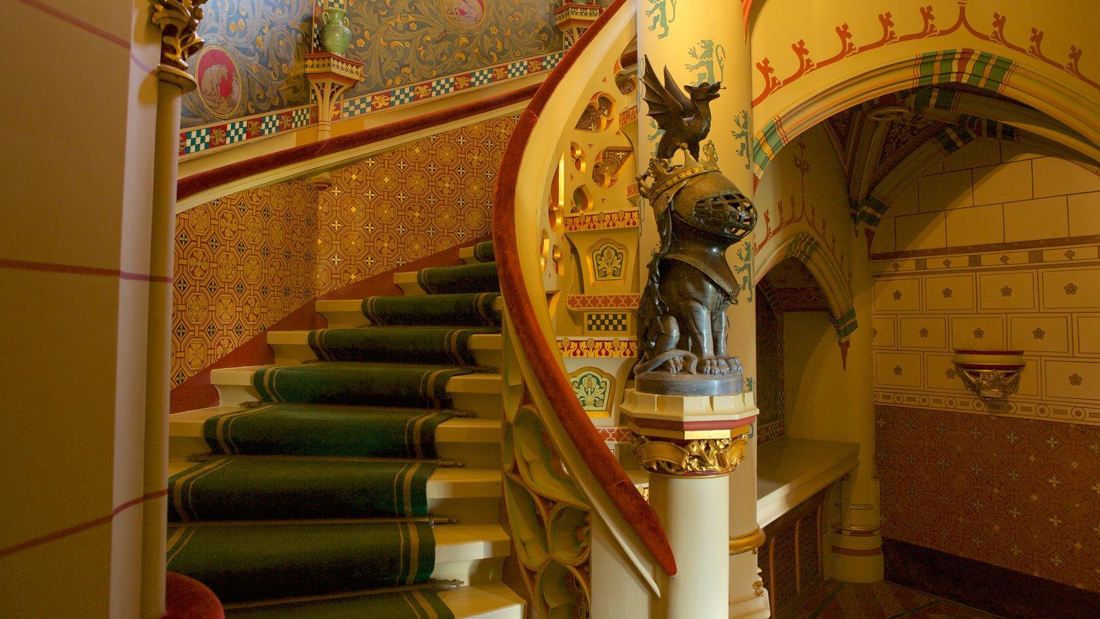 Castelo de Cardiff mostrando arquitetura de patrimônio, elementos de patrimônio e vistas internas