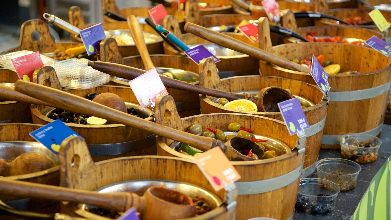 St. George\'s Market showing shopping, food and markets