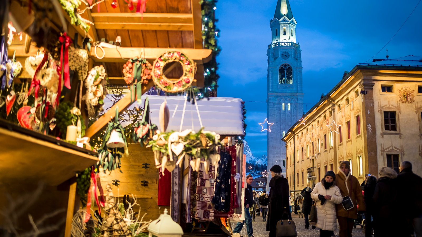 Cortina d\'Ampezzo showing markets, nightlife and snow