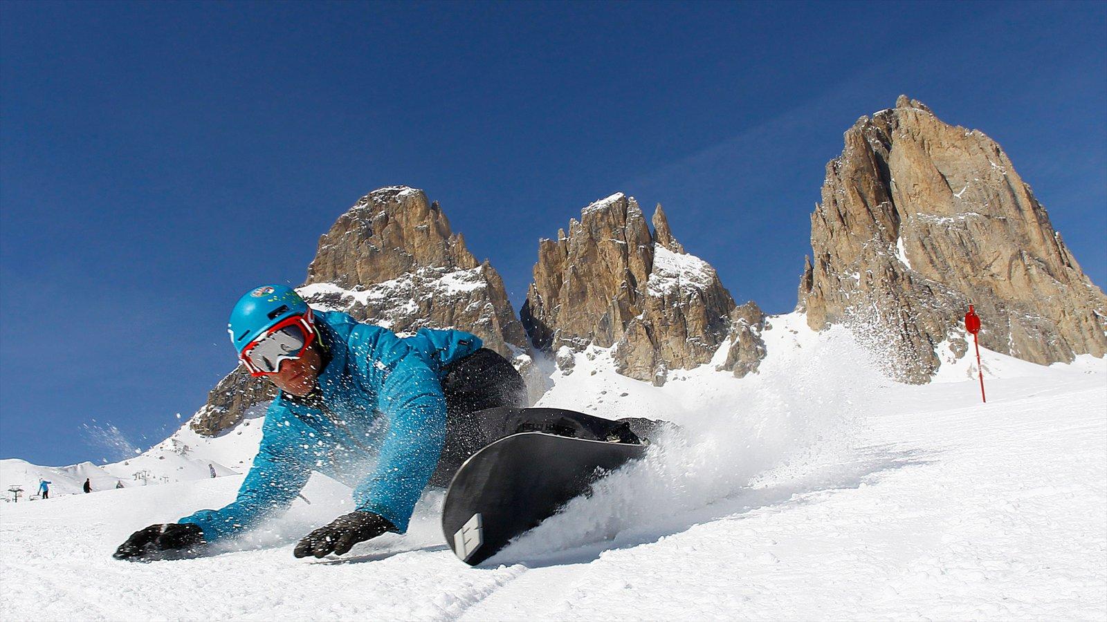 Fassa Valley que inclui neve, snowboard e montanhas