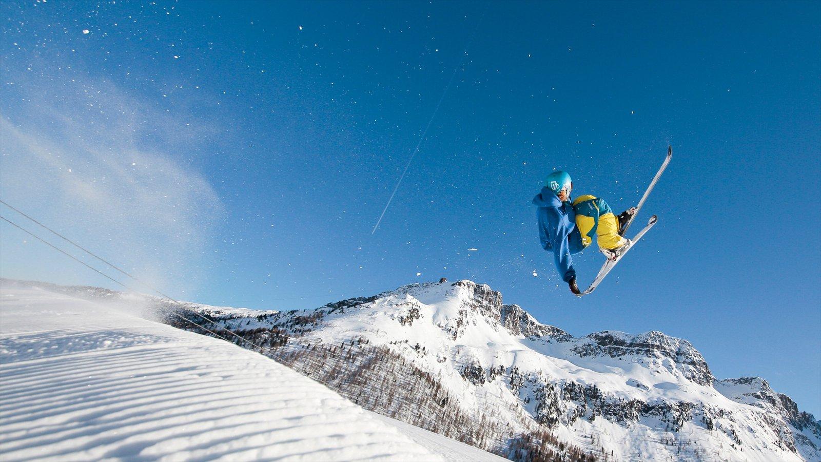 Fassa Valley que inclui esqui na neve, neve e montanhas