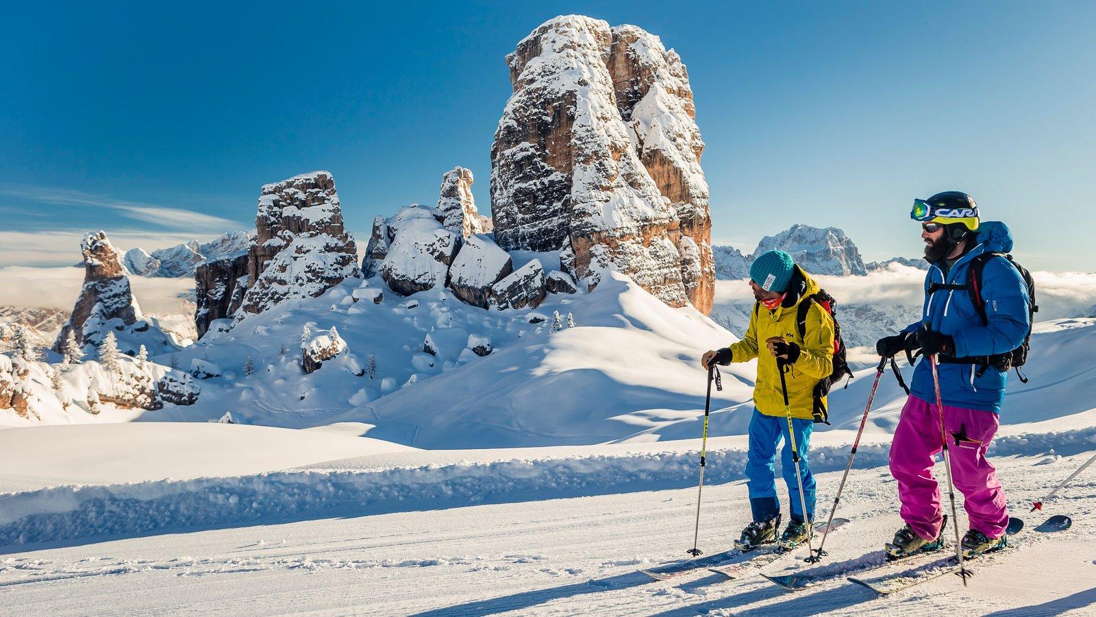 Cortina d\'Ampezzo Ski Resort que inclui montanhas, esqui na neve e neve