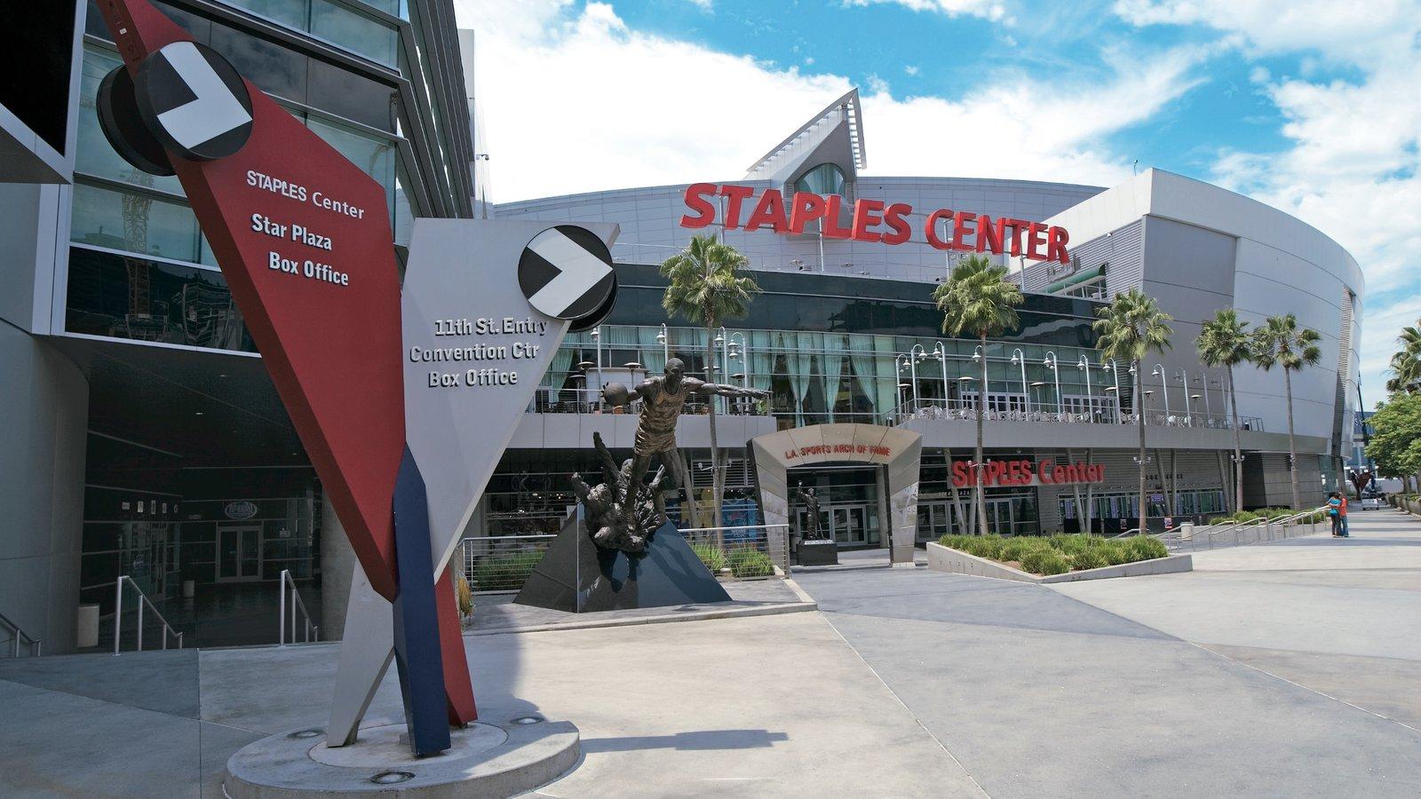 Centro de Los Ángeles ofreciendo arquitectura moderna y señalización