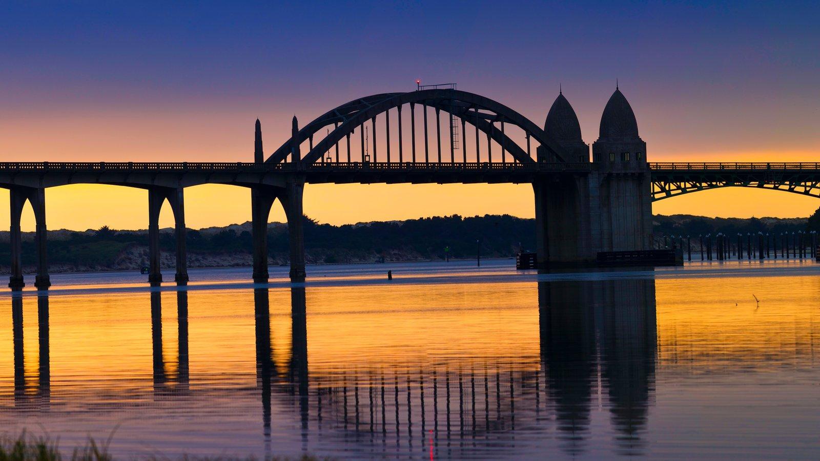 Florence que incluye un puente, un río o arroyo y una puesta de sol