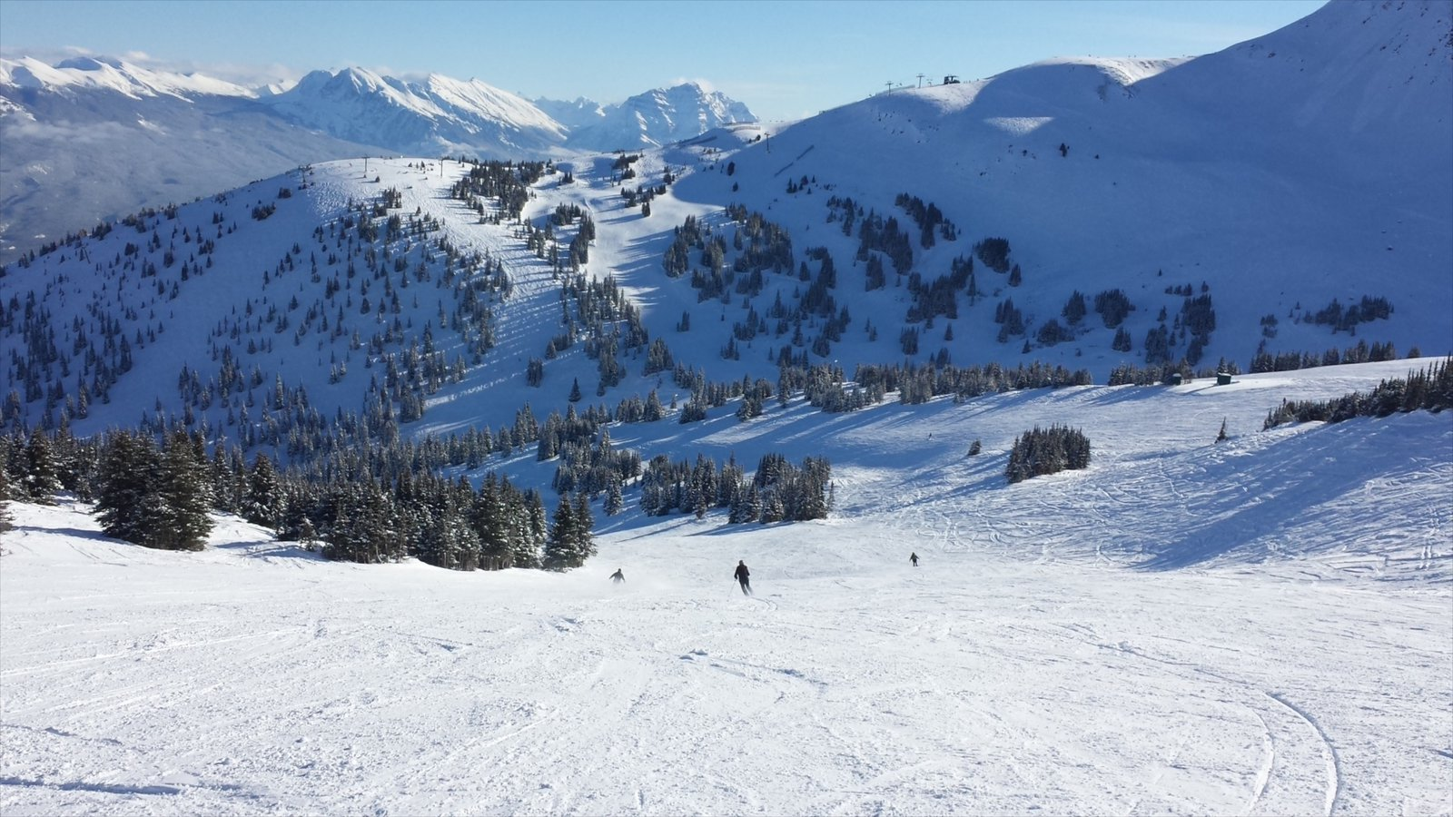 Marmot Basin showing mountains, snow and landscape views