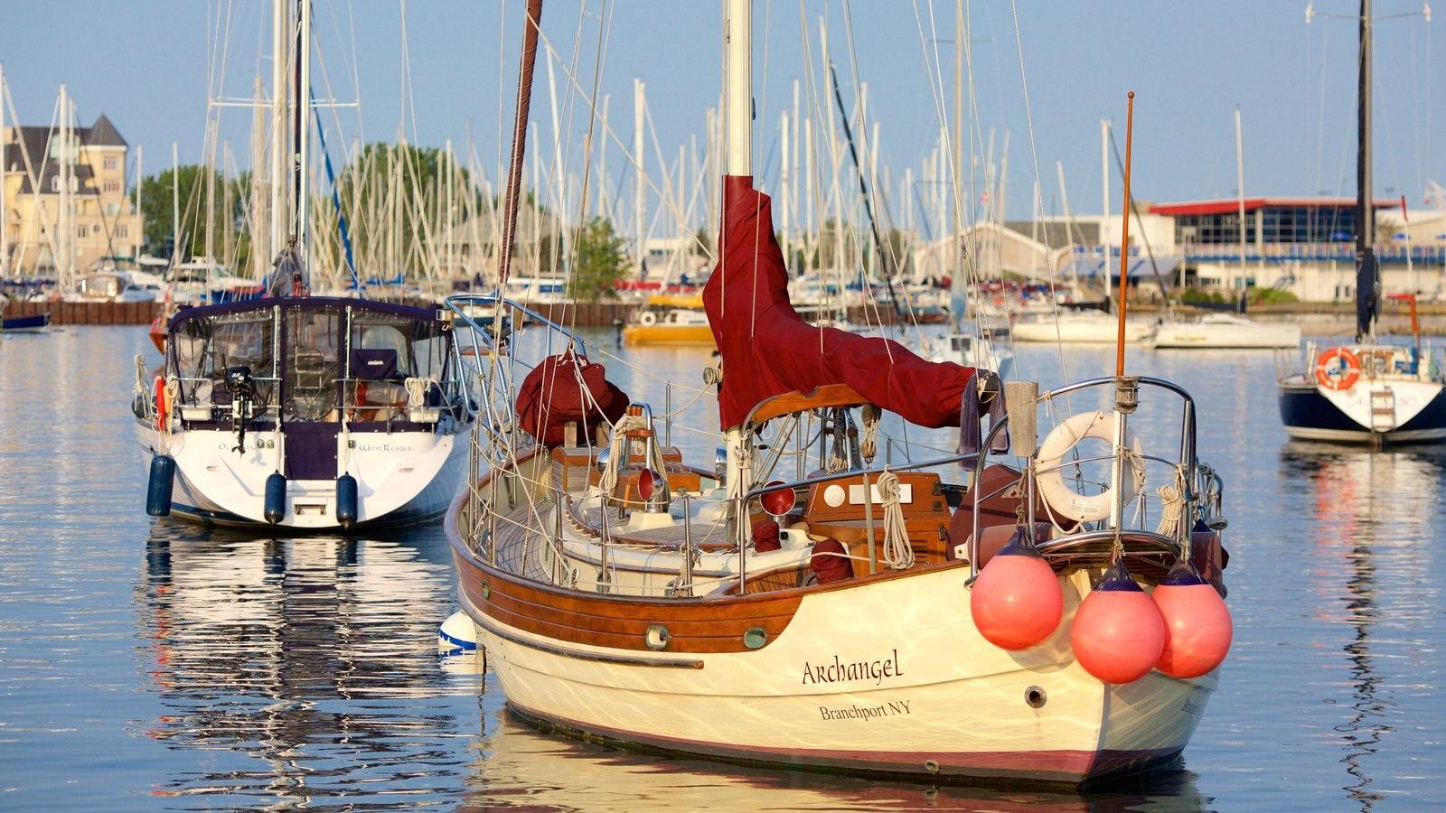 Harbourfront, Toronto, Ontario, Canadá que incluye un río o arroyo, paseos en lancha y navegación
