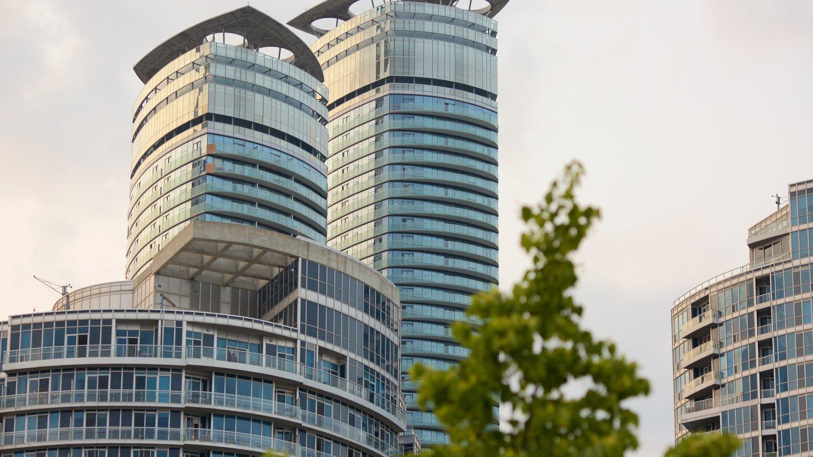 Harbourfront caracterizando arquitetura moderna e uma cidade