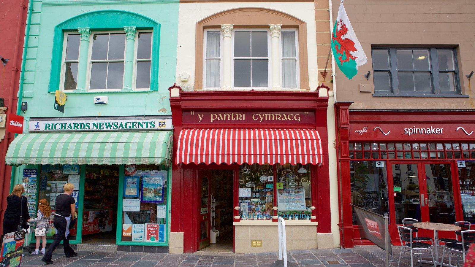 Caernarfon que incluye escenas urbanas