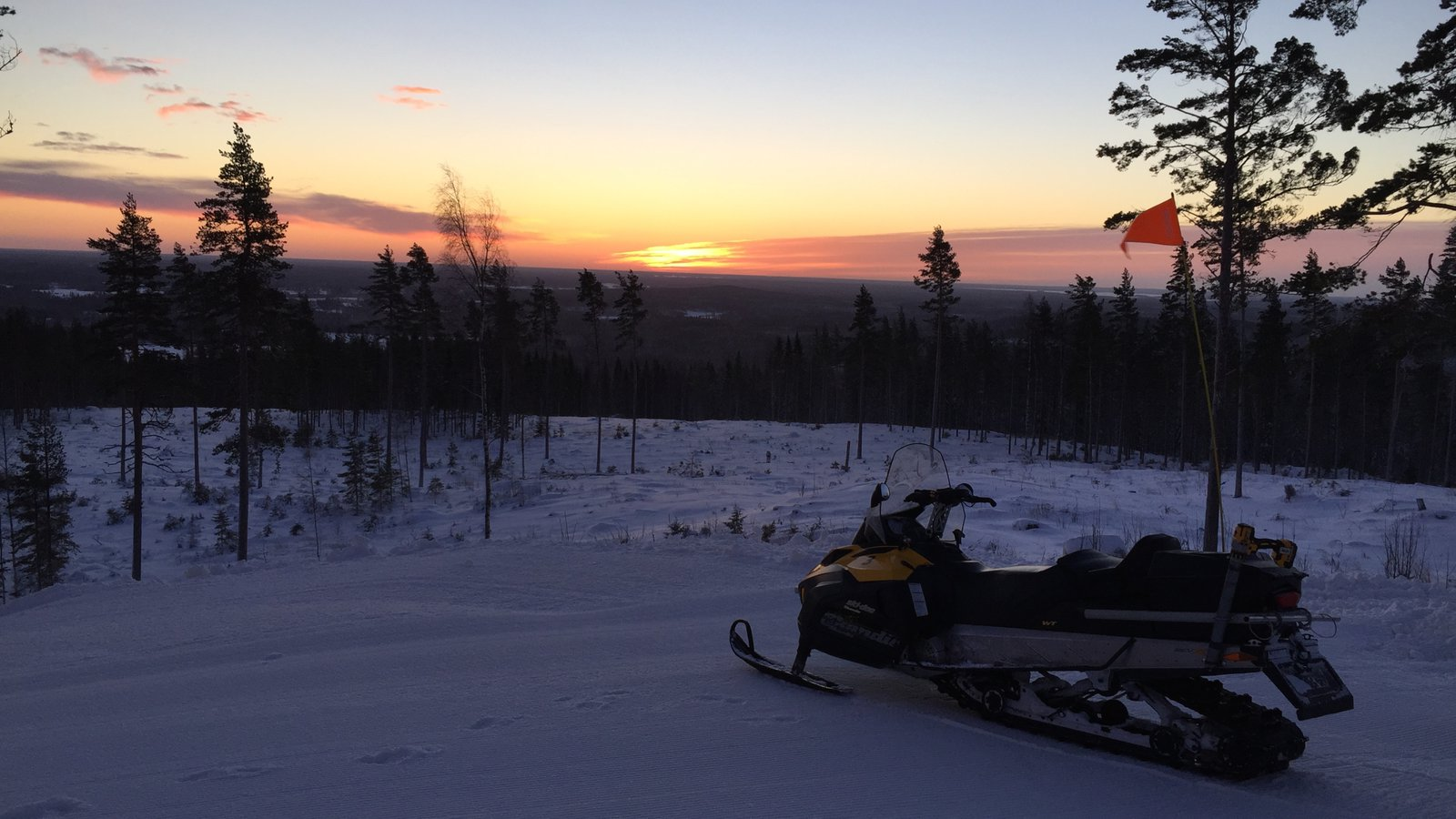 Kungsberget Ski Resort which includes snowmobiling, a sunset and snow