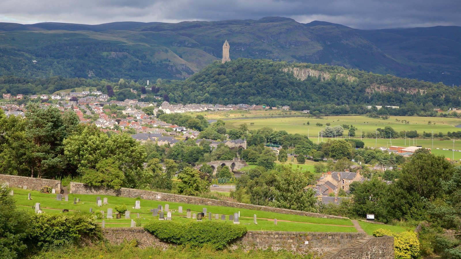 National Wallace Monument which includes a small town or village and landscape views