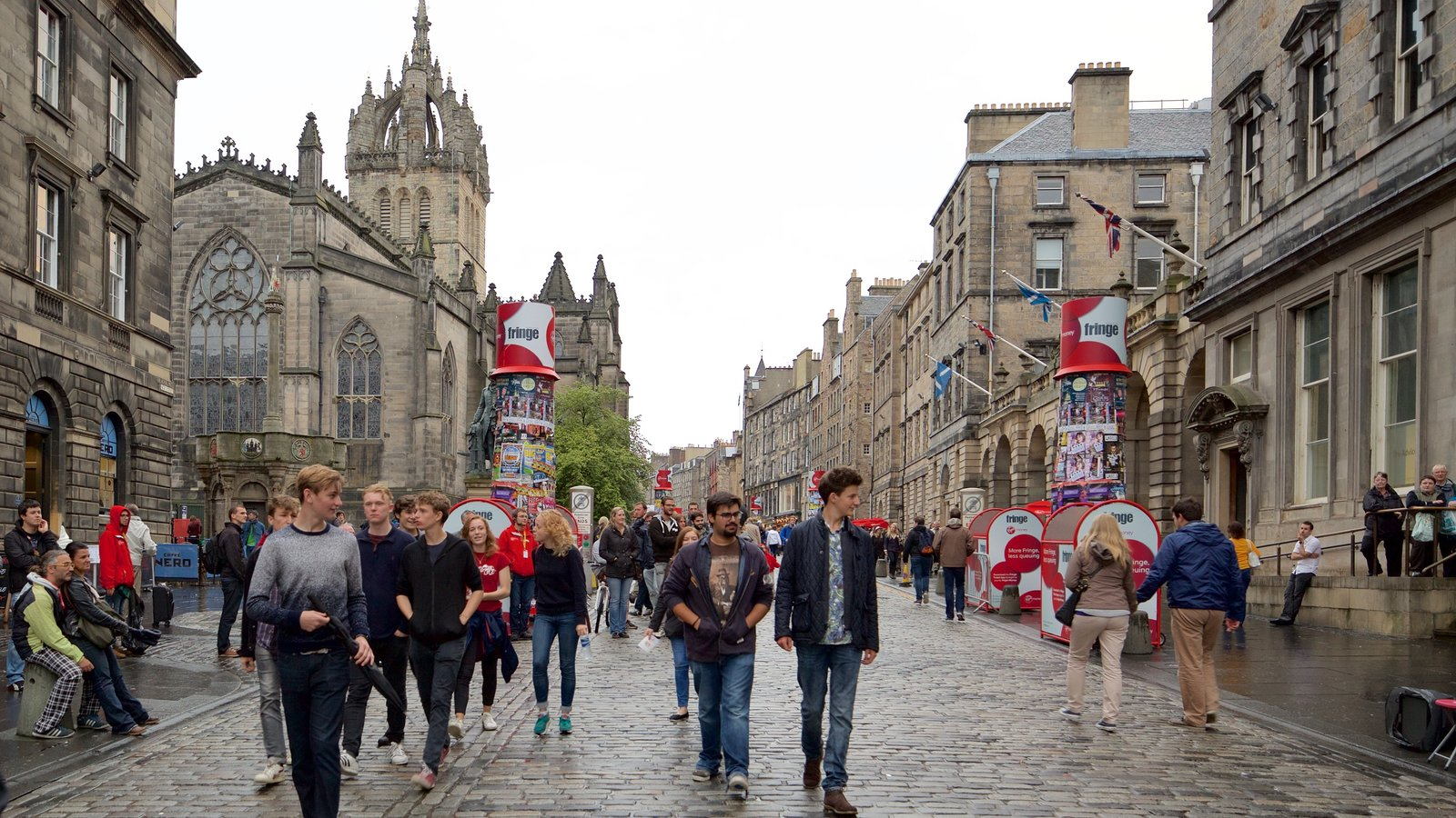 Old Town ofreciendo escenas urbanas y también un gran grupo de personas